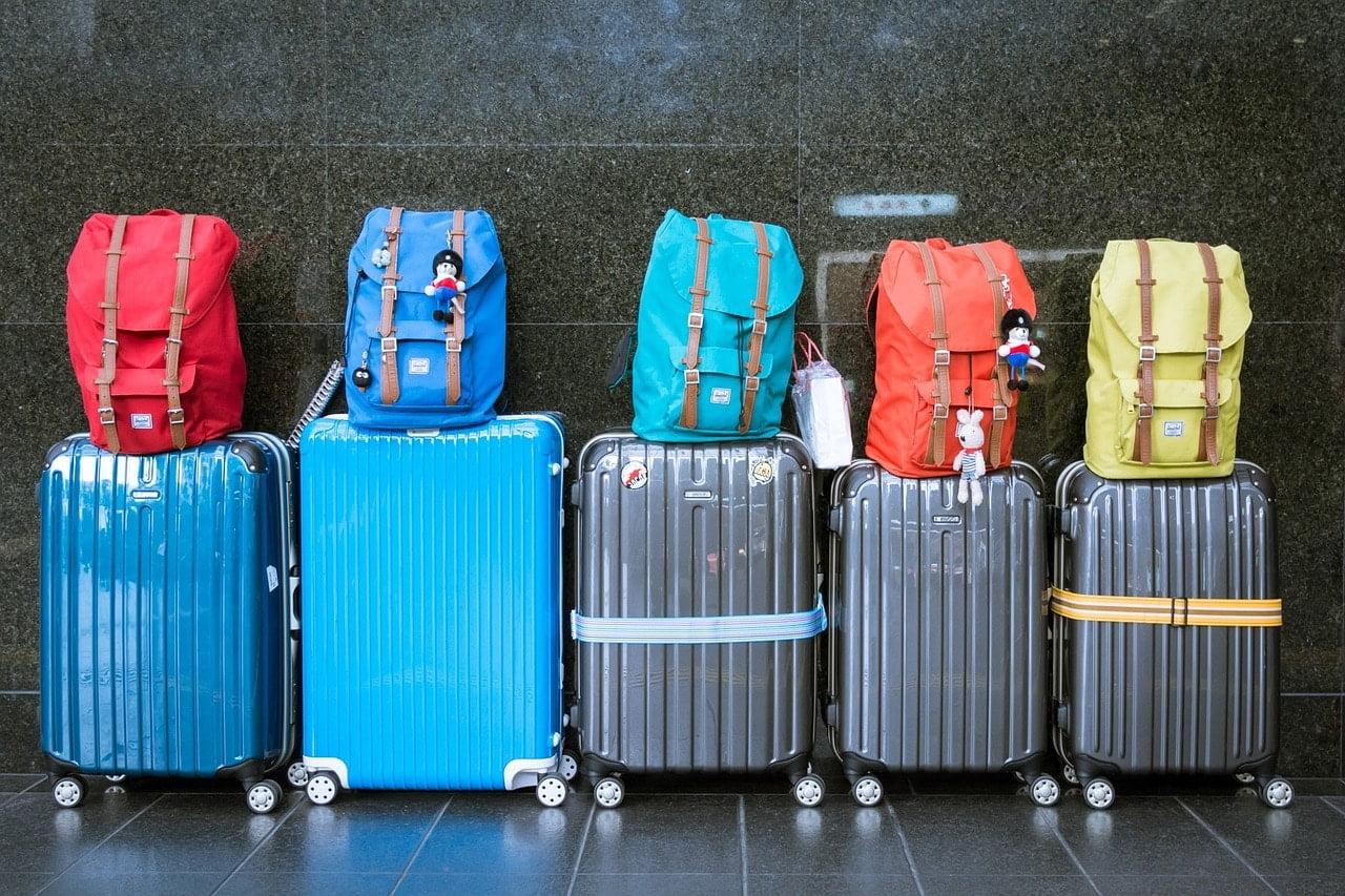 מזוודות מוכנות לטיסה